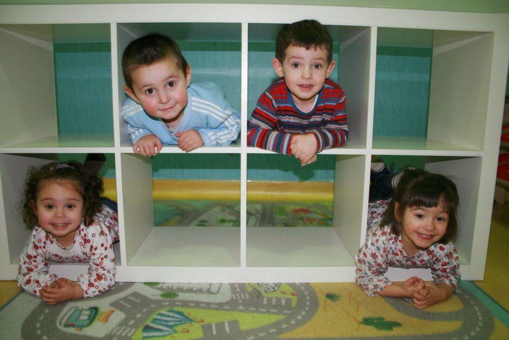 Padresformados.es archivo: padres.formados.niños.estanteria 1