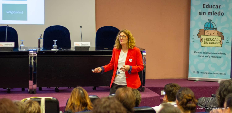 Leticia Garcés imparte conferencia
