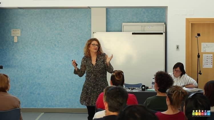 Leticia Garcés Larre impartiendo formación